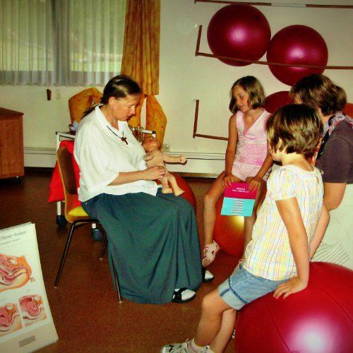 Hebammenunterricht für die Kleinen