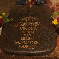 Gedenkstein, für die unzähligen ungeborenen Kindern, denen das Leben genommen wurde